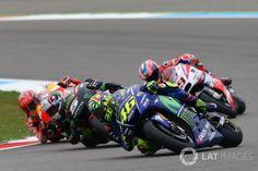 Rossi et Zarco se sont à nouveau frottés à l'un à l'autre, ce dimanche à Assen, leurs deux motos se touchant alors qu'ils se battaient en tête de la course.