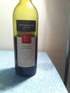 Bin 444 -Wyndham Estate - 2010. Red. Australia.