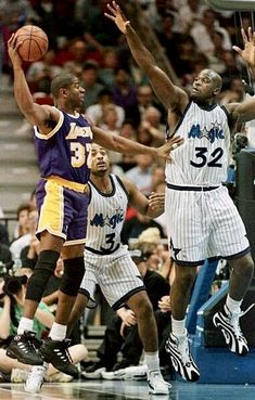 Shaq and Magic Johnson Basketball Legends, Basketball Players, Shaquille O'neal, Magic Johnson, Basketball Association, Nba Champions, Sports Stars, Nba Players, Michael Jordan