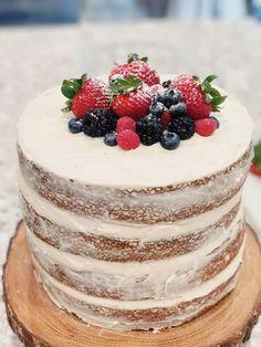Rustic Birthday Cake, Fruit Birthday Cake, Vanilla Fruit Cake Recipe, Victoria Sponge Kuchen, Cupcakes, Cupcake Cakes, Nake Cake, Bolos Naked Cake, Berry Cake