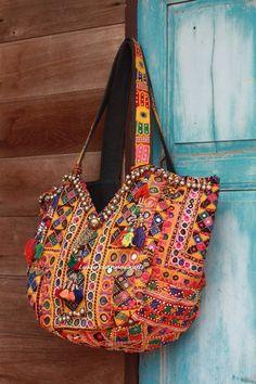 ✈ Vintage Indian Handmade Textile Kutchi Banjara by KutchiKooTribe ✈ More boho… Look Hippie Chic, Hippy Chic, Gypsy Style, Boho Gypsy, Hippie Style, Hippie Boho, Boho Chic, Gypsy Bag, Bohemian