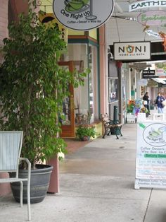 Mount Dora, FL : Cafes and Shops Galore!....was just there a few days ago...love it!