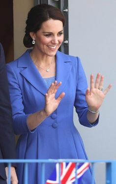The Duchess of Cambridge looked beautiful in blue as she waved her hands during the meeting at the charity