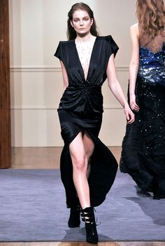 Julien Macdonald Fall 2009 Ready-to-Wear - Collection - Gallery - Style.com
