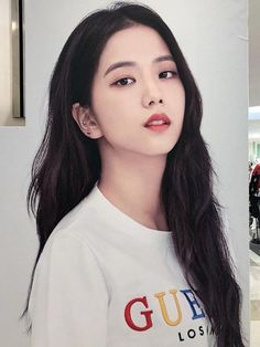 Kim Jisoo spot killing me with your beauty it physically hurts me Blackpink Jisoo, Kim Jennie, Forever Young, Kpop Girl Groups, Kpop Girls, Korean Girl, Asian Girl, Black Pink ジス, Oppa Gangnam Style