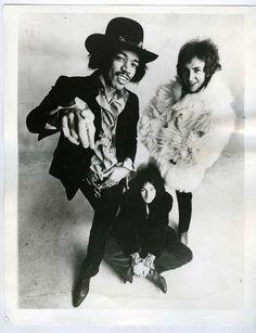 Google Image Result for http://jasobrecht.com/wp-content/uploads/2011/03/Jimi-Hendrix-promo-photo.jpg