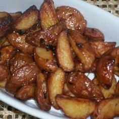 Roasted red potatoes - go well with almost any main dish, and super delicious as a meal. Click for recipe