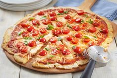 Make your next pizza night one to remember with our delicious Margherita Cauliflower Crust Pizza Recipe. This easy-to-make cauliflower crust pizza recipe is a real winner. Healthy Pizza, Low Carb Pizza, Pizza Recipes, Cooking Recipes, What's Cooking, Tomato Basil Pizza, Cauliflower Crust Pizza, Cooking Instructions, What To Cook