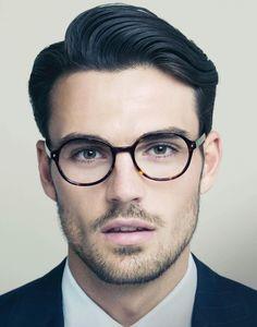 Round eyeglasses, elegant!
