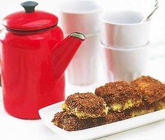 Pitekaka - Njutbar och mäktig Pitekaka. Magnifik, knaprig topping av havregryn och kakao. Läcker och aptitlig, mjuk långpannekaka. Pitekaka är förträfflig till en kopp kaffe. (Buffé 2009) Mums!