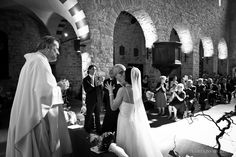 Matrimonio chiesa, bacio degli sposi www.scattidamore.itWedding, fotografo matrimoni in toscana, fotografo matrimonio in toscana, get married in florence, get married in tuscany, hochzeitsfotograf in der toskana, matrimoni non in posa, reportage matrimonio in toscana, toscana, tuscany,wedding photographer in tuscany, wedding photojournalist in tuscany,  Scatti d'Amore  #matrimonio #matrimoniotoscana #weddingItaly #weddingTuscany www.scattidamore.it