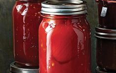 Capture tomatoes at their peak of ripeness, then use them in sauces and soups… Cottage Meals, Thing 1, Calorie Diet, What To Cook, Fruits And Veggies, Vegetables, Food Storage, Preserves, Antipasto
