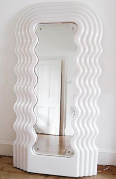An illuminating mirror, made from plastic has just enough quirkiness for the Memphis design while still remaining practical for the everyday use. Definitely a design I would use. Design Furniture, Decor Interior Design, Cool Furniture, Interior Decorating, Traditional Mirrors, Memphis Design, Beautiful Houses Interior, My Room, Decoration