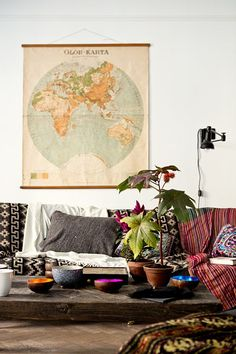 This is an amazing living room design! I have always wanted a world map. in my living room! LOVE the print couch :) - Amazing House Design Decor, Home Decor Inspiration, Home Living Room, Interior, Cozy House, Home Decor, Home Deco, Home And Living, Bohemian Home