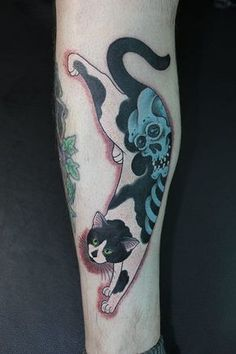 Tattoos By Horitomo: Cute And Creative Monmon Cats Japanese Hand Tattoos, Japanese Tattoo Women, Japanese Tattoo Symbols, Traditional Japanese Tattoos, Japanese Tattoo Designs, Cat Tattoo Designs, Tattoo Designs And Meanings, Piercings, Piercing Tattoo