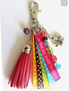 16 Awesome Ideas for DIY Christmas Decorations Art and Craft Diy Jewellery Chain, Diy Jewelry, Handmade Jewelry, Jewelry Making, Diy Tassel, Tassels, Diy Keychain, Bijoux Diy, Key Fobs