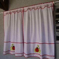 Nesta página eu mostro uma cortininha e um bandô feitos p/ duas janelas diferentes, mas bordados com o mesmo tema nas aplicações - joaninhas.