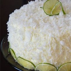 Coconut Cream Cake « An easy cake using a white cake mix, and moistened with a creamy coconut sauce. You may reduce the amount of sauce if you prefer, and it will still be delicious. Cool Whip Frosting, Whipped Frosting, Whipped Topping, Vanilla Frosting, Pudding Frosting, Whipped Cream, Sugar Frosting, Vanilla Cake, Frosting Recipes