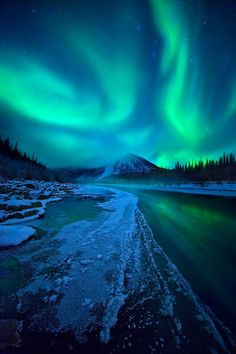 This Aurora Boreal was captured in the northern Ogilvie Mountains, Yukon Territory, Canada. My dream ♥ Beautiful Sky, Beautiful Landscapes, Beautiful Places, Pretty Sky, Pretty Lights, Places To Travel, Places To See, Lappland, All Nature