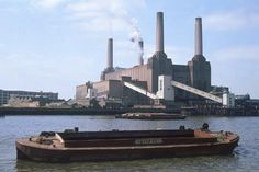Size: 24x16in Battersea Power StationChoose from our catalog of over 500,000 posters! Designed by Giles Gilbert Scott, building began in 1933. It was the first of a series of very large electric generators set up in order to nationalize the grid. Battersea Power Station, Art Deco Stil, Electric Generators, Beach Landscape, Ways Of Seeing, Digital Technology, Brutalist, Yosemite National Park, Willis Tower