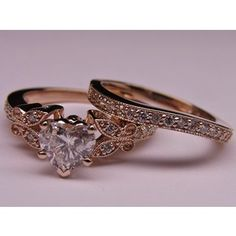 Antique Heart shaped ring <3  I WANT!!! Things passed down from generation to generation are so sweet!