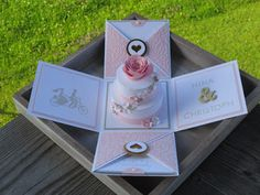 stampin Explosion box birthday Muffin cupcake surprise sprinkles of life Explosionsbox Geburtstag worte die gut tun Box Cards Tutorial, Card Tutorials, Wedding Boxes, Wedding Cards, Wedding Gifts, Diy Gift Box, Diy Box, Magic Box, Diy Exploding Box