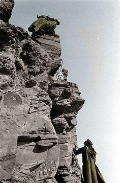 Soviet soldiers climb a cliff ww2