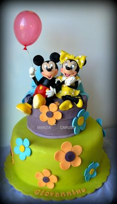This adorable Mickey and Minnie Cake features Mickey Mouse holding a real balloon. Mickey And Minnie Cake, Mickey Cakes, Minnie Mouse Cake, Mickey Mouse And Friends, Disney Mickey, Beautiful Birthday Cakes, Birthday Cakes For Men, Gorgeous Cakes, Amazing Cakes