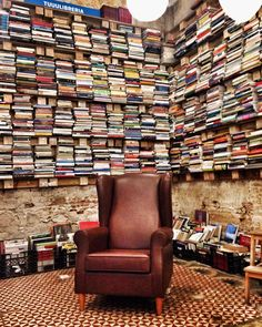 TuuuLibreria, Barcelona Shopping In Barcelona, Wanderlust Travel, Go Shopping, Where To Go, Armchair, Cool Stuff, Nice, Instagram, Furniture