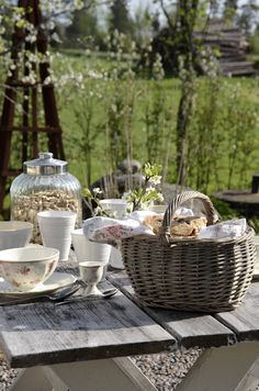 Sweet Country Life ~ Simple Pleasures ~ a beautiful day for brunch out doors