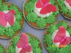 Recetas a la Verónica: Todo para una boda-bautizo: soporte, muñecos de fondant, cupcakes y tarta