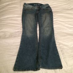 American Eagle Artist Size 0 Short Jeans Like new condition. American Eagle size 0 short. Inseam 29 inches American Eagle Outfitters Jeans Flare & Wide Leg