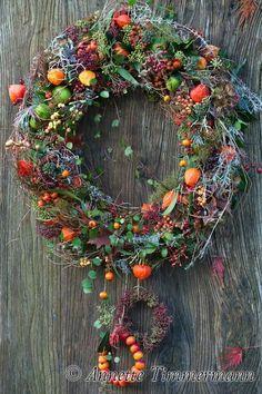 Dried Flower Wreaths, Dried Flowers, Fall Kitchen Decor, Fall Decor, Xmas Wreaths, Door Wreaths, Picture Wreath, Dried Flower Arrangements, Chrysanthemum Flower