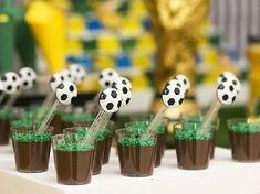 veja 18 ideias para a festa - Birthday FM : Home of Birtday Inspirations, Wishes, DIY, Music & Ideas Soccer Birthday Parties, Soccer Party, Sports Party, 60th Birthday, Soccer Theme, Football Themes, Party Decoration, Birthday Decorations, Barcelona Party