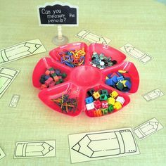 Can you measure the pencils? Math provocation for kindergarten with loose parts. #mathlessons