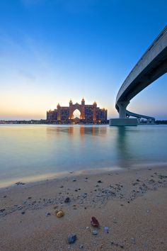 The Road to Atlantis in Dubai, a sunny beach to visit during the cold winter