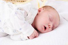 Habiller bébé : vêtements nécessaires les premières semaines