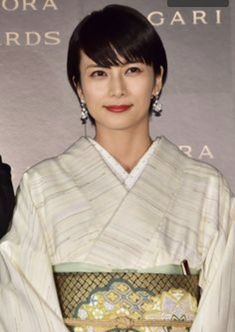 Japanese Costume, Japanese Kimono, Traditional Fashion, Traditional Dresses, Japanese Outfits, Kimono Dress, Sexy Older Women, Japanese Beauty, Yukata