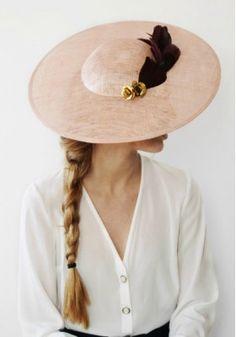 Cucullia - tocado para invitadas Pananda Sombreros De Vestir 429015e6eda