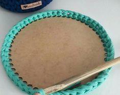 Base Fundo 20cm de Cesto Crochê em MDF - Mandala - A no Elo7   Fios da Nãna (BDE0DA) Crochet Diy, Mandala, Needlework, Crochet Baskets, Knitting, Handicraft, Knit Basket, Crochet Pouch, Strands