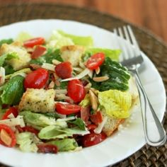 Ritzy Green Salad w/homemade croutons. The best salad ever! At parties people come back for thirds of this salad. Green Salad Recipes, Best Salad Recipes, Healthy Recipes, Fast Recipes, Pork Recipes, Veggie Recipes, Yummy Recipes, Healthy Salads, Healthy Eating
