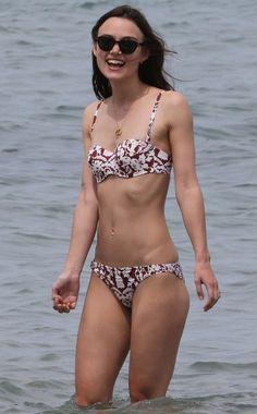 Een dunne Keira Knightley in bikini op Costarica