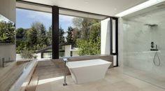 salle bains moderne avec baignoire îlot rectangulaire