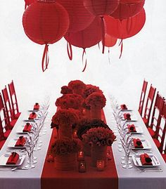 Red Mood.This red and white wedding reception table, looks more like it comes from an evening wedding to me, and I think it could be a much more formal function-
