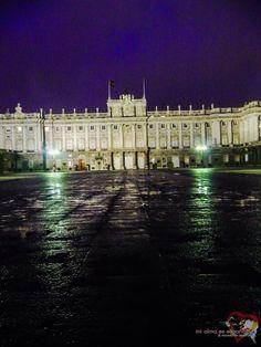 Palacio Real de noche. Madrid, España.