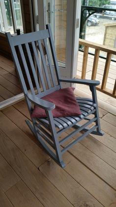 Schommelstoel: op de veranda bij het tuinhuisje