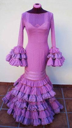 plumetti en flamenca Spanish Fashion, Spanish Style, Lovely Dresses, Beautiful Outfits, Flamenco Costume, Flamenco Dresses, Shades Of Purple, Couture, Ruffle Dress