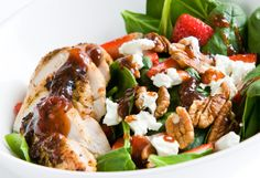 This Kaufmann 1 spring salad brings together a delicious array of sweet, bitter and salty flavors to create a guaranteed hit at your table. The included Vinaigrette Dressing recipe can also be used for your favorite dishes! Grilled Chicken Salad, Spinach Stuffed Chicken, Vinaigrette Dressing, Dressing Recipe, Raw Food Recipes, Healthy Recipes, Healthy Snacks, Spring Mix Salad