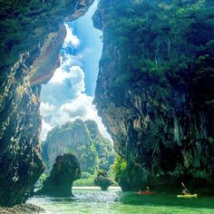 Temple Thailand, Visit Thailand, Thailand Travel, Asia Travel, Most Beautiful Beaches, Beautiful Places To Visit, Railay Beach, Destination Voyage, Tropical Beaches