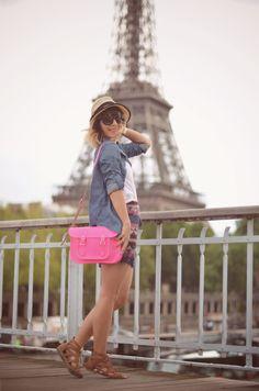 Ça c'est Paris ! streetstyle Paris bicycle Tour Eiffel skirt beach cruiser The Cambridge Satchel Company smile Valentine